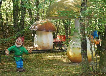 La forêt enchantée au parc de loisirs Le PAL en Auvergne-Rhône-Alpes