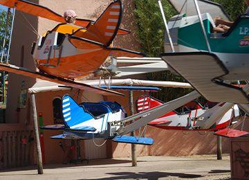 Les avions de l'escadrille au parc d'attraction Le PAL