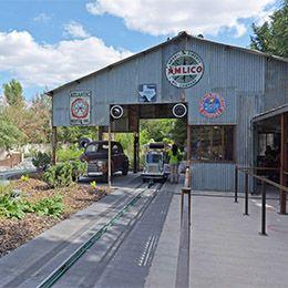 La gare des Yukon Trucks au parc d'attraction Le PAL